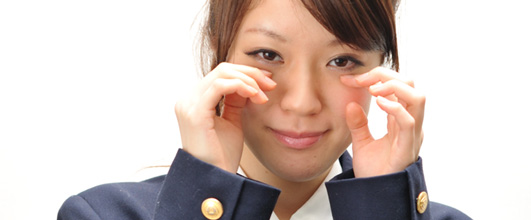 アイキャッチ画像。泣く学生。モデル:藤浦真菜 。無料写真素材サイトモデルピースより。