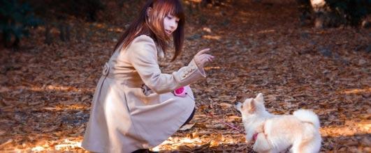 アイキャッチ画像。写真素材サイト PAKUTASO より。モデルの女性は Lala* さん。